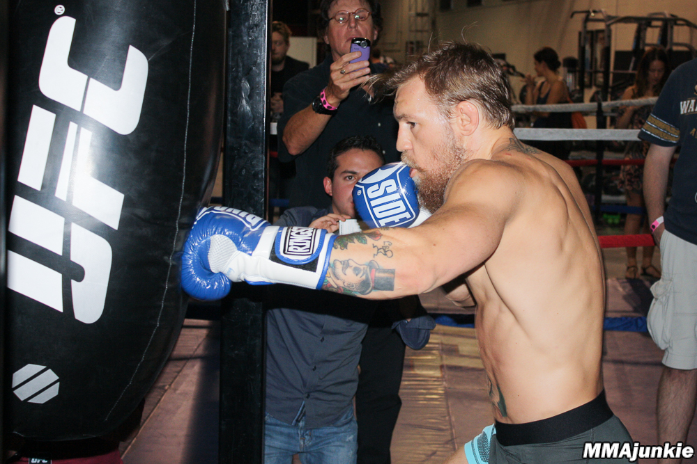 conor-mcgregor-boxing.jpg